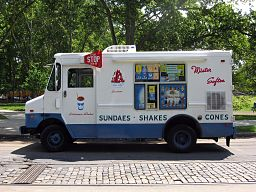 Mister_Softee_truck_side_view