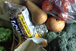 256px-Grocery_bag_of_healthy_foods
